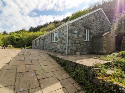 Photo for TY CANOL, pet friendly, with open fire in Sarn Meyllteyrn, Ref 981704