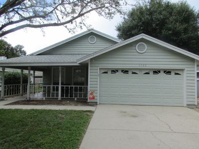 Photo for This Mt Dora home is ready for you! Fireplace/Front Porch Swing/Internet