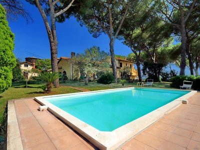 Photo for Villa surrounded by greenery in the typical Roman country house