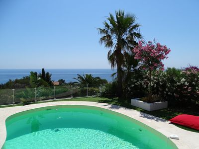 Photo for Modern villa, sea and Esterel panoramic view, pool, air conditioning, 8-9 people