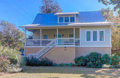 Photo for Near Beach, Lots of Porch Space! Luxury Furnishings