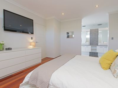 Photo for Ambar Villa - Close to the City of Perth and Fremantle