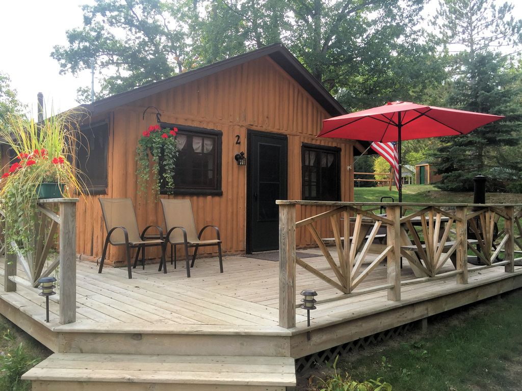 Superb img of Lake Front One Bedroom Log Cabin located at Clear Lake Resort and Boat  with #6E4539 color and 1024x768 pixels