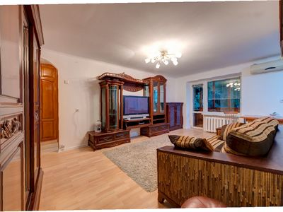 Photo for 2BR Apartment Vacation Rental in Pechers'kyi district, Kyiv