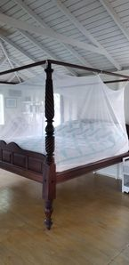 Antique 4-Poster bed