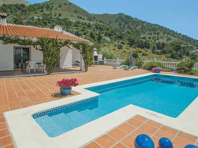 Photo for Spacious 3 bedroom villa, 5 minutes from Competa village, pool & Wi-Fi