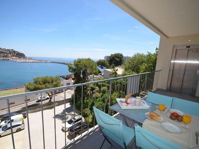 Photo for Apartment located on the seafront, with terrace and views of the bay of Sant Feliu