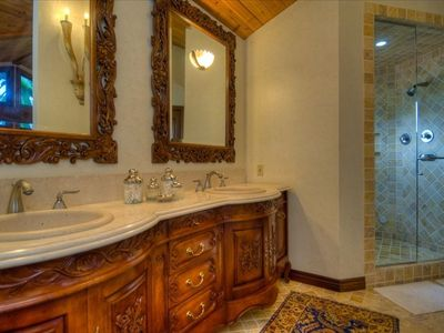 New ultra luxurious 5br 4 ba 2 blocks from vrbo for Second hand bathroom fixtures