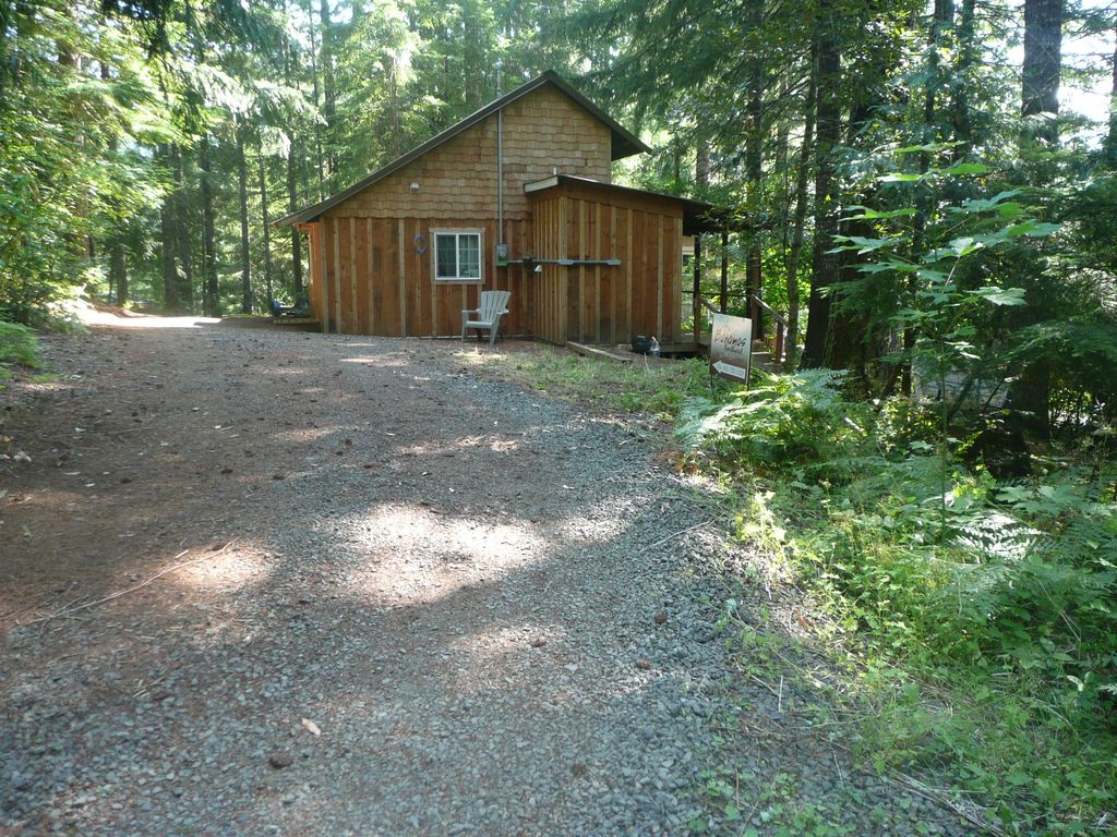 Cozy cabin in the woods detroit willamette valley oregon for Cabin in the woods oregon