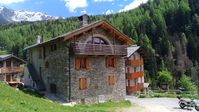 Charming and rustic home, high in the Italian Alps