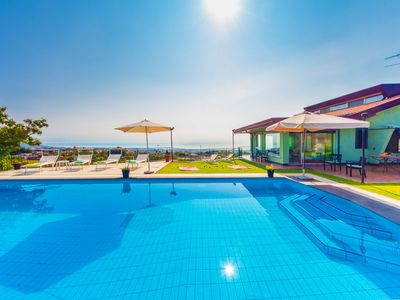 Photo for Beautiful panoramic villa with private pool, 1 km from the center, breathtaking views