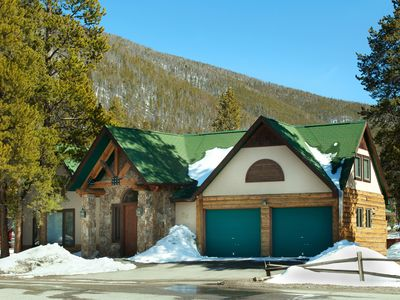 Photo for 4Br+ Den House on shuttle route~Stay here and kids ski free
