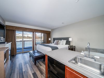 Photo for Grandview River View 711! Waterfront King Suite with lake view!
