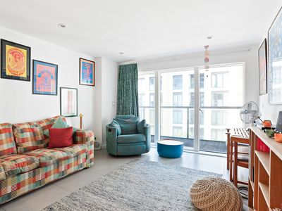 Photo for 60s-inspired, Modern 1-bed flat near Shoreditch
