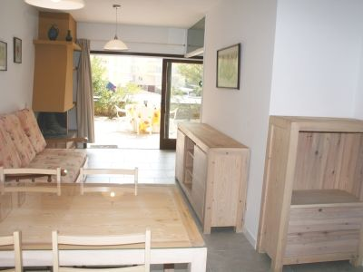 Photo for 2 bedroom Apartment, sleeps 5 with WiFi and Walk to Shops