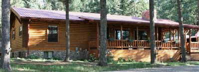 front view of the best log home in Angel Fire