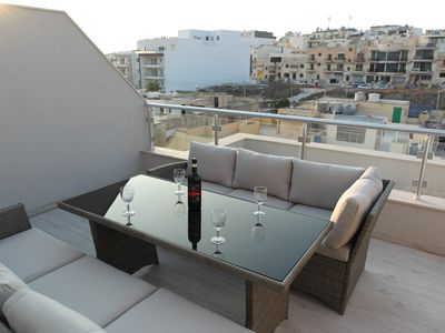Photo for ★New Penthouse Apartment, Fully Air Con, 100 Mbps Wifi, Sleeps 5★