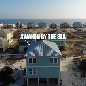 Photo for 5 BR, 4.5 Bath w/ seashore spirit and great outdoor living!