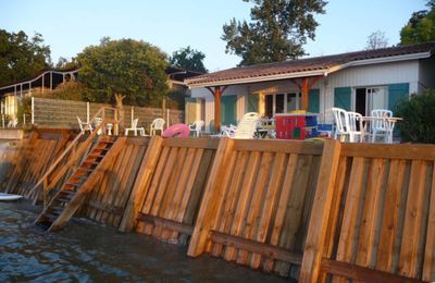 Photo for Family villa, 12 people, feet in the water of Arcachon Bay