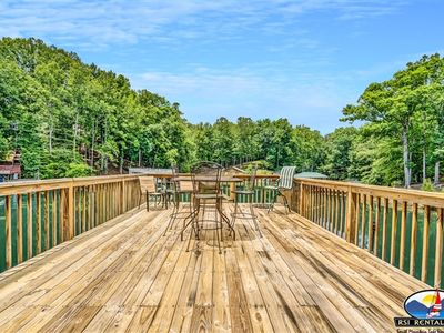 Photo for A Quiet Cove - Cozy Lakefront Cottage, Screened Porch, Large Private Dock! Short Stays Available!