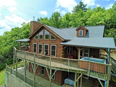 MITCHELL VIEW - AMAZING VIEWS / PRIVATE YET CLOSE TO TOWN/ HOT TUB/ PET  FRIENDLY - Black Mountain
