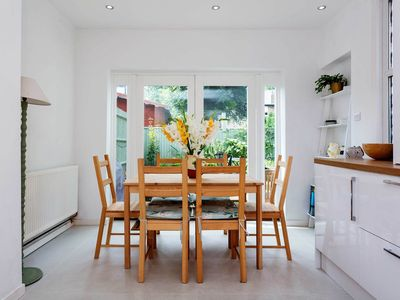 Photo for 3 bedroom family home with outdoor space and BBQ (Veeve)