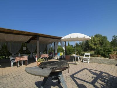 Photo for Cosy apartment in villa for 4 guests with WIFI, pool, TV, pets allowed and parking