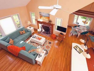 Beautifully Decorated 3BR Cape Style- Less than .5 miles to Skaket Beach!