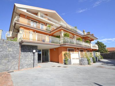 Photo for Appartamento Ribes C: A cozy and welcoming apartment situated on the eastern slopes of Mount Etna, with Free WI-FI.