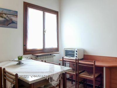 Photo for Lovely apartment in villa for 6 people with pool, WIFI, TV, balcony, pets allowed and parking
