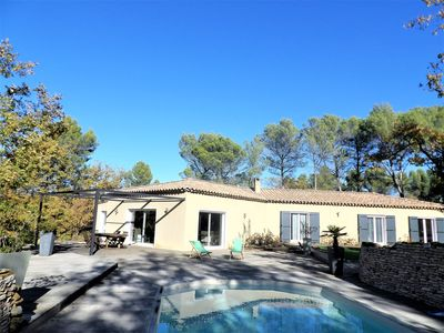Photo for Spacious villa on 1/2 hectare in the heart of nature, 20 minutes from Aix en Pce