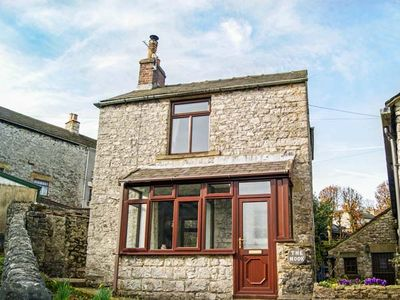 Photo for THE NOOK, pet friendly, with open fire in Taddington, Ref 943660