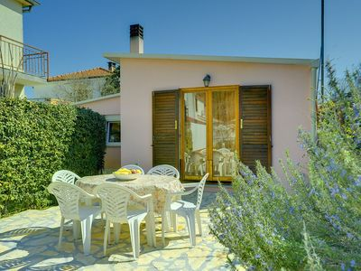 Photo for Holiday house Pula for 1 - 6 persons with 2 bedrooms - Detached holiday house