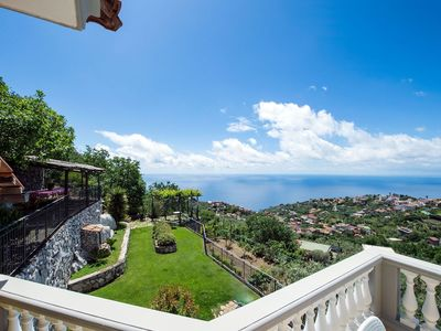 Photo for Villa Tortuga on the hillside of Sorrento, with view, pool, 3 bedrooms, 8 sleeps