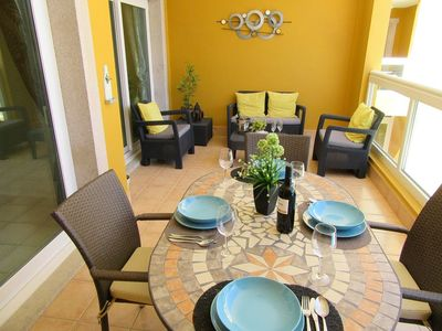 Photo for Deluxe apartment with free wi-fi and swimming pool just minutes from the beach