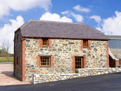 Photo for BLUEBELL COTTAGE, family friendly in Caeathro, Ref 2953