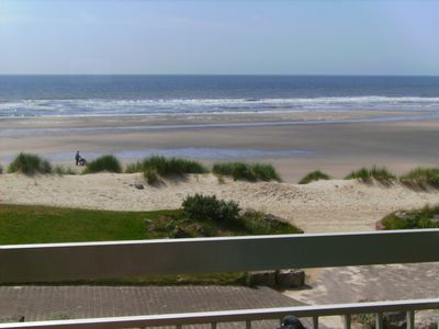 Photo for Comfortable apartment facing the sea, direct access to the beach