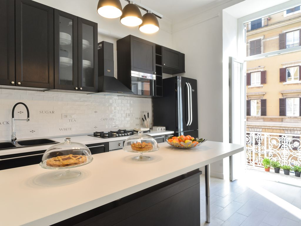 Luxury Apartment 3 Bedrooms 4 Bathrooms Living Room And Kitchen.