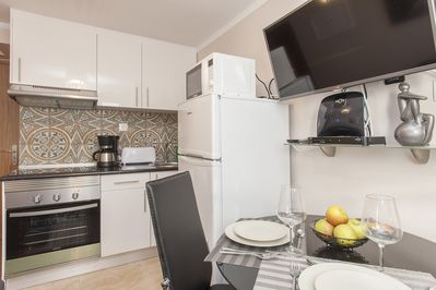 1st floor: fully equipped open-plan kitchen, dining area, television…