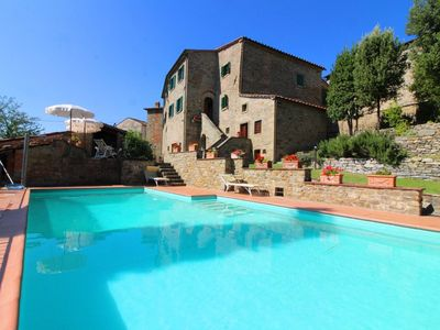 Photo for Stunning private villa with private pool, WIFI, TV, terrace, pets allowed, parking, close to Cortona