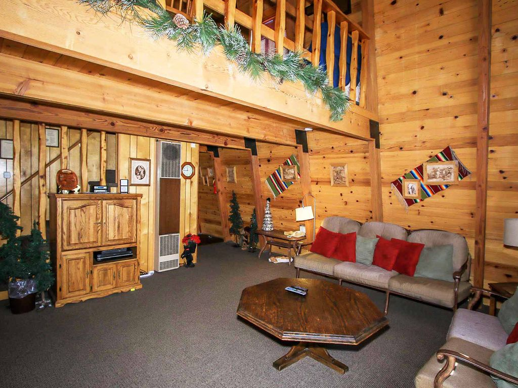 sutherland cozy gambrel style cabin with loft expansive decking property image 2 sutherland cozy gambrel style cabin with loft expansive decking fully