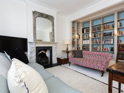 Photo for Beautifully decorated home perfect for big groups, in charming Clapham (Veeve)