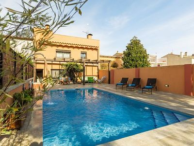 Photo for Magnificent town house with pool, garden and large terrace with views!