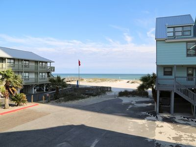 Ocean Reef 601 ~ Prime Location ~ Walk to town ~ Gulf View ~ FREE Wifi ~ Pool ~ BBQ Grills