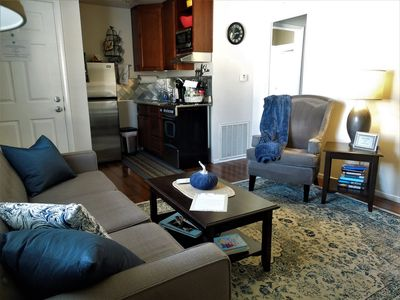 Cozy Cottage*Pet Friendly* Walk to Old Roseville
