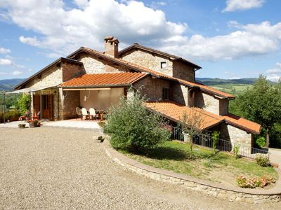 Photo for Stone villa with private pool and garden, up to 10people, wi-fi Internet access. Province of Arezzo.