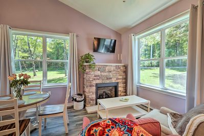 This bright 1-bed, 1.5-bath vacation rental is awaiting your arrival.