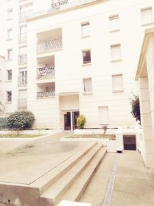 Photo for Large 3 rooms / 500 meters Paris and metro / parking / standing