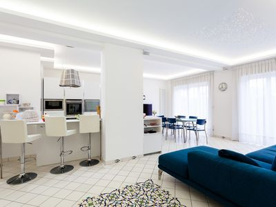 Photo for Central Sorrento 3BR 3BT newly renovated fully accessorised modern flat