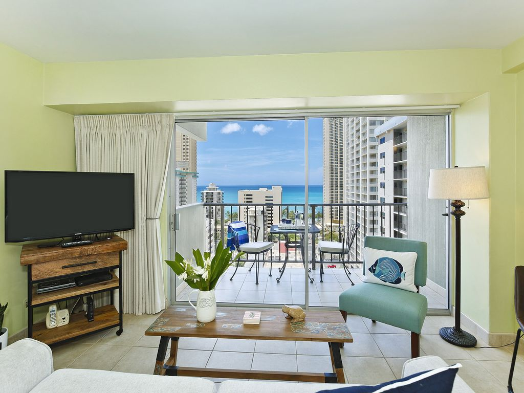 RENOVATED! Nice Ocean View, central A/C, quick walk to beach! Sleeps 3-4.